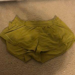 lululemon hotty hot shorts 2.5!!